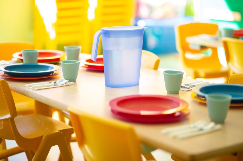 comedor guardería mesa puesta