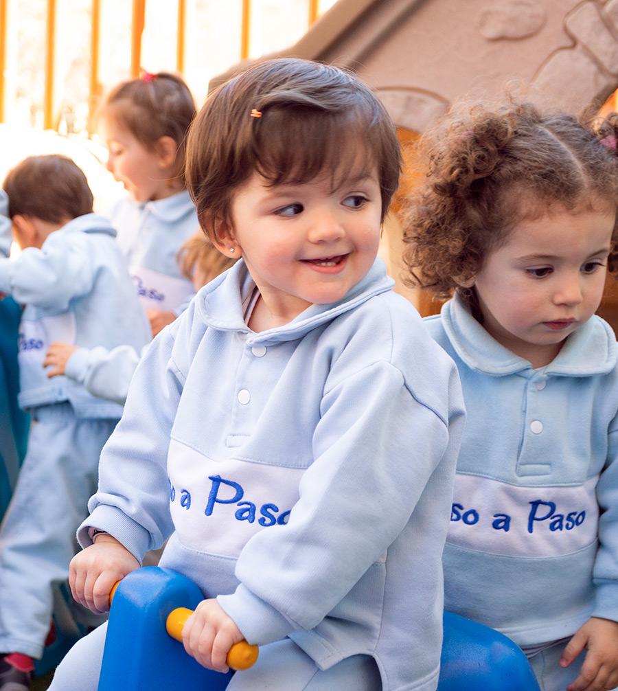niños jugando en el exterior